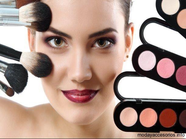 Mal uso de maquillaje podría causar conjuntivitis https://modayaccesorios.info/mal-uso-de-maquillaje-podria-causar-conjuntivitis/