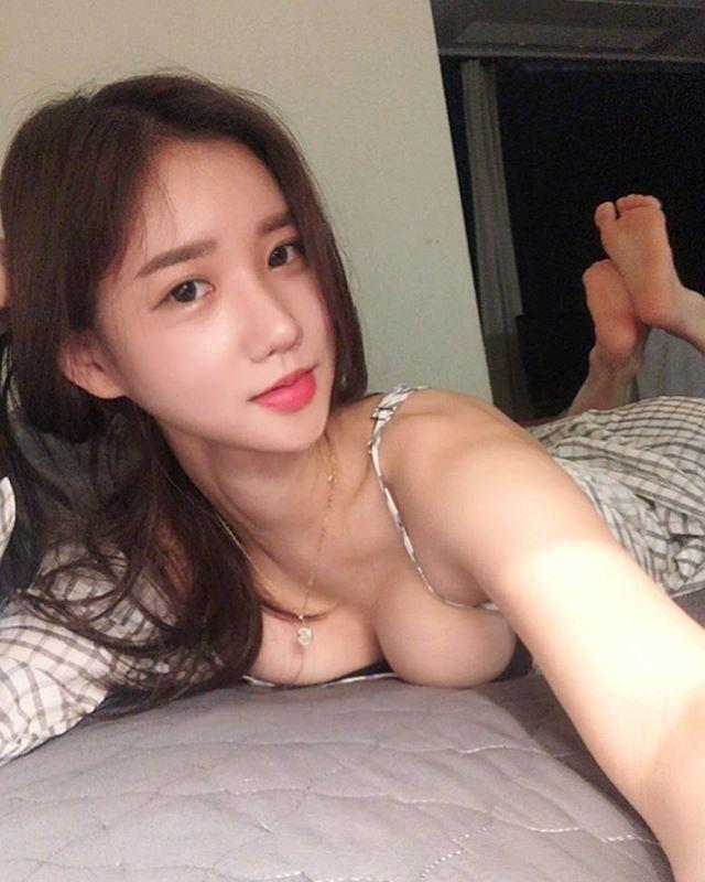 Feet sexy asian Southeast Soles