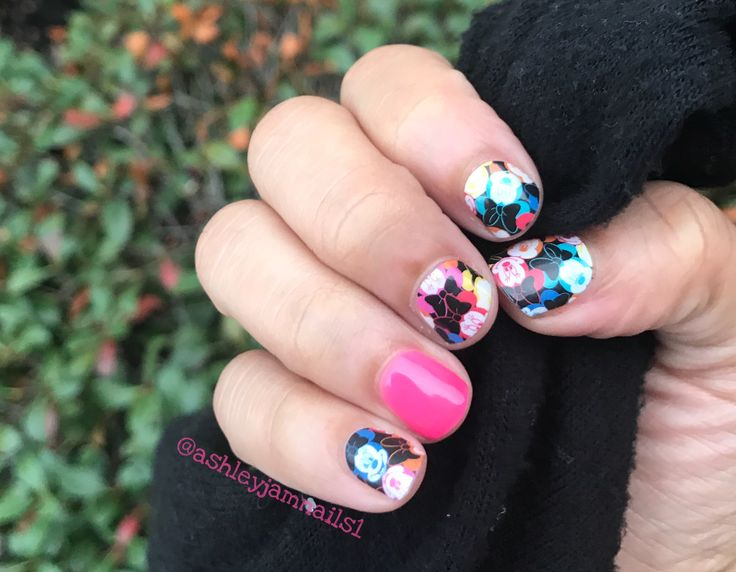 Color me Minnie Jamberry. My Disney by Jamberry Collection Mani #ColorMeMinnieJn #FlamingoJn #Jamberry #Disney #MinnieMouseJn #MinnieMouse