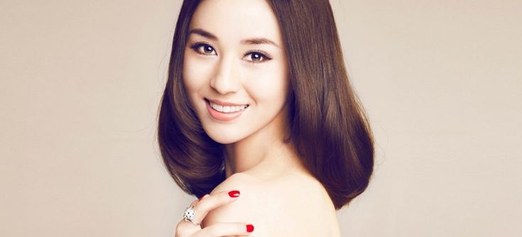 Корейский макияж становится трендом в настоящее время, причем не только в азиатских странах, но и как ни странно, в европейских. А все потому, что отличительной особенностью такого макияжа является фарфоровое, свежее, безупречное лицо и задорный блеск в глазах, который сохраняется даже после тяжелого рабочего дня. Кореянок очень редко беспокоят проблемы с кожей лица, избежать возникновение […]