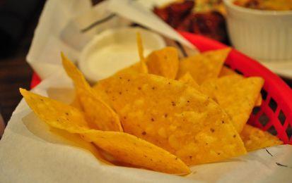 Nachos - I nachos sono una saporita ricetta messicana, o meglio tex-mex,  e si tratta di croccanti triangoli fatti con l'impasto delle tortillas e fritti