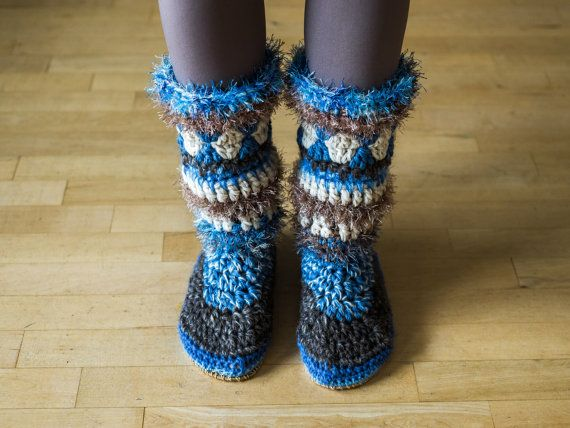Crochet slipper-boots with rubber soles by MakabakaFootwear