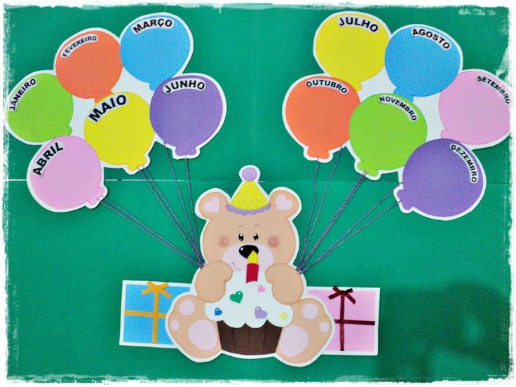 """Lindo cartaz feito em EVA para decoração da sala de aula com o tema: """"Aniversariantes""""    Cada balão um mês. Cada mês, o nome dos aniversariantes. Assim todos são lembrados e homenageados!    Lindo para sua sala!    OBS.: O Painel é composto de 3 peças: bexigas, ursinho, bexigas unidos pelos cord..."""