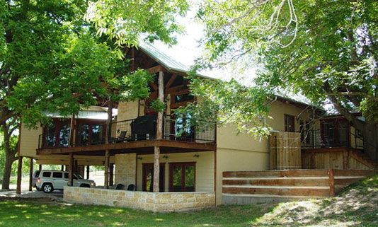 Chimney valley lodge hill country premier lodging for Texas hill country cabin builders