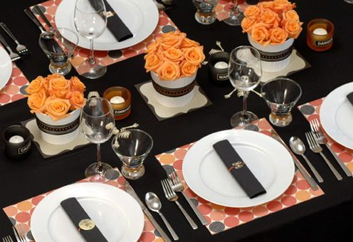 Set your Halloween table with short and sweet floral arrangements complimented by retro table settings: Halloween Wedding, Table Decoration, Dinner Party, Tablescapes Table Settings, Halloween Party, Party Ideas, Halloween Ideas
