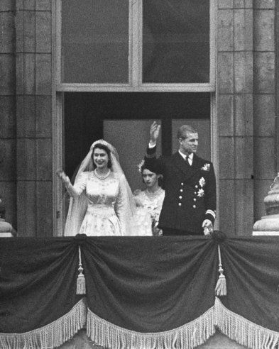 Princess Elizabeth and Prince Philip on the balcony of Buckingham Palace after their wedding, Nov. 20, 1947.