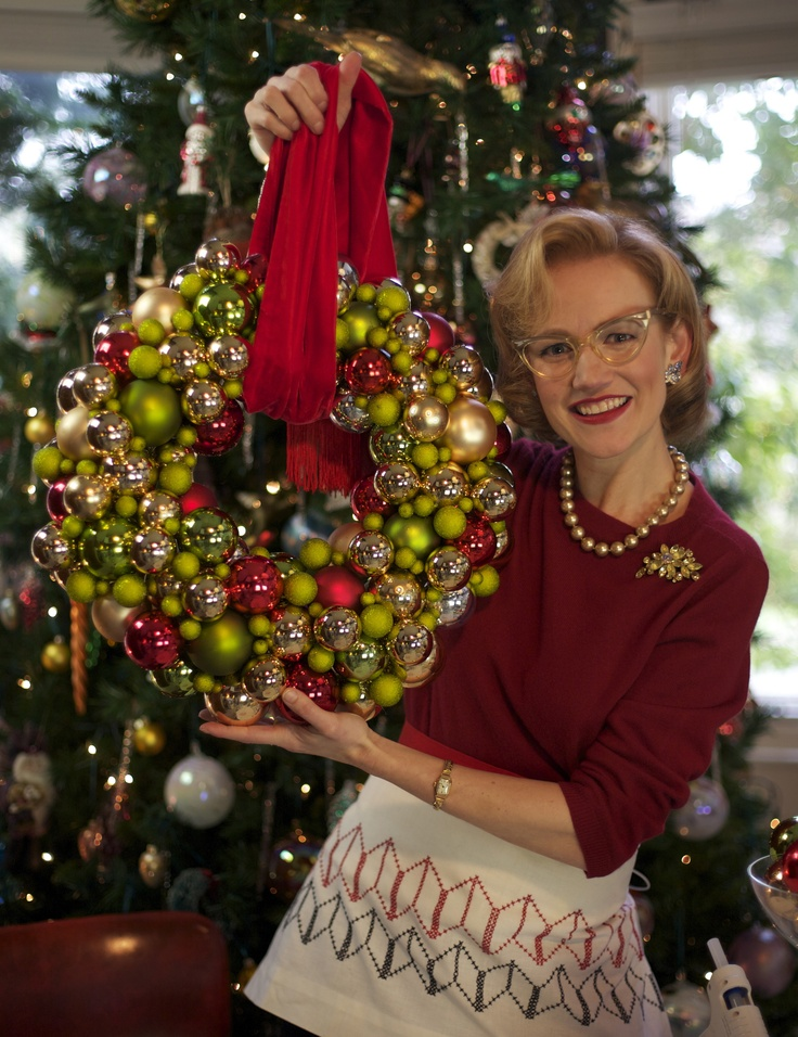 Click here to Make your own Glass Ball Wreath with MrsPollyRogers.com video and tutorial.  Love this.