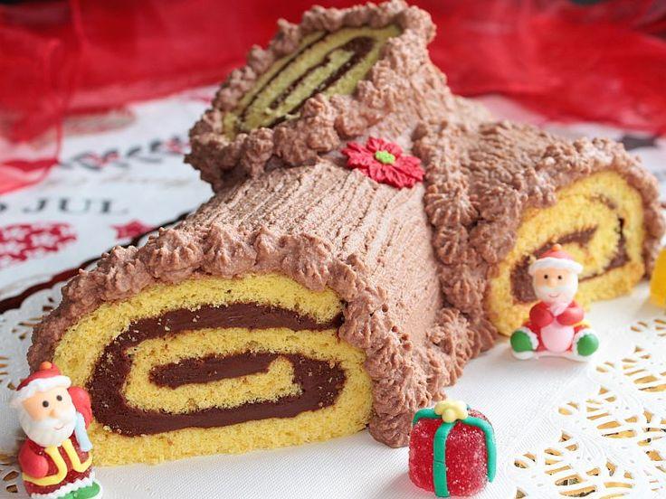 Il tronchetto di Natale alla Nutella, la ricetta perfetta per un rotolo alla nutella soffice e gustoso. Ricetta semplice del tronchetto di Natale con la nutella