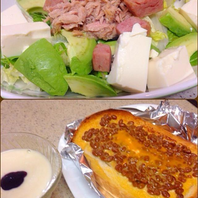 休日自宅モーニング☕️  焼いたスパムとツナと豆腐にアボカドのサラダ 明太マヨネーズ塗ったパンに納豆乗せてチーズをトッピングしたオーブントースト ヨーグルトと豆乳混ぜてバニラエッセンス入れると幸せな朝のお目覚めスイーツ☆〜(ゝ。∂) - 79件のもぐもぐ - アボカド スパム サラダ&納豆明太チーズ トースト by manilalaki