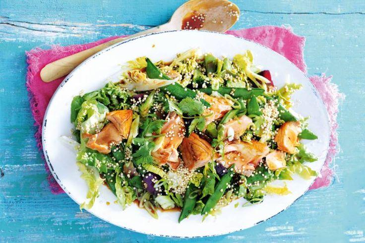 De sesamolie, gembersiroop en sojasaus geven de salade een Aziatische touch - Recept - Allerhande