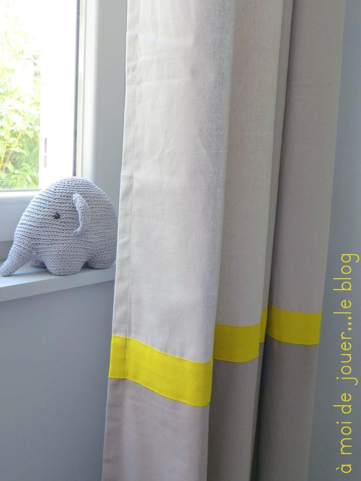Les 25 meilleures id es de la cat gorie rideau jaune et for Decorer son salon en gris