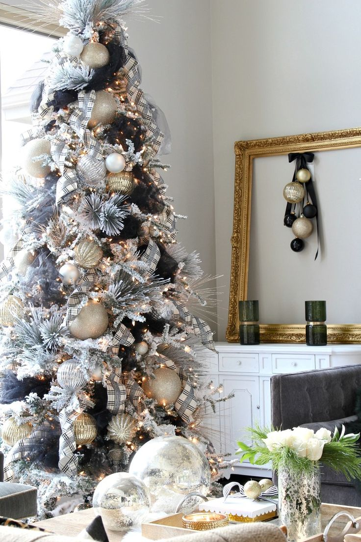 Christmas tree decorating idea with black tulle. SO GLAM!