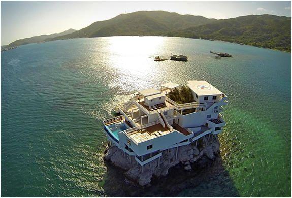 海の中にポツンと立つ不思議な家【Journey】