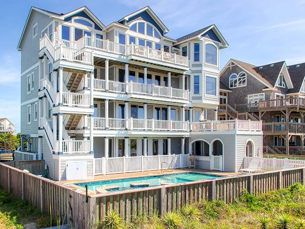 Forever moore 8 bedroom oceanfront estate in hatteras for Hatteras homes