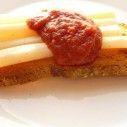Schorseneren met geroosterd brood en tomatenketchup. Bekijk dit leuke recept:  http://www.schorseneren.nl/recepten/schorseneren-met-geroosterd-brood-en-tomatenketchup/