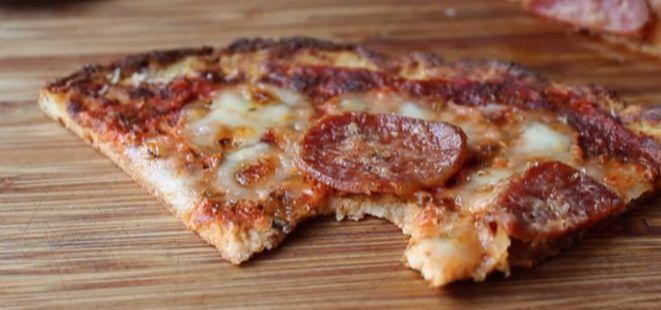 Adı gibi çok özel bir Pizza tarifi...  ;)  Bu tarif başka hiç bir yerde yok, kesinlikle denemenizi tavsiye ederiz.   #özel #pizza #lezzetli #sucuk   http://www.yemekhaberleri.com/ozel-pizza/