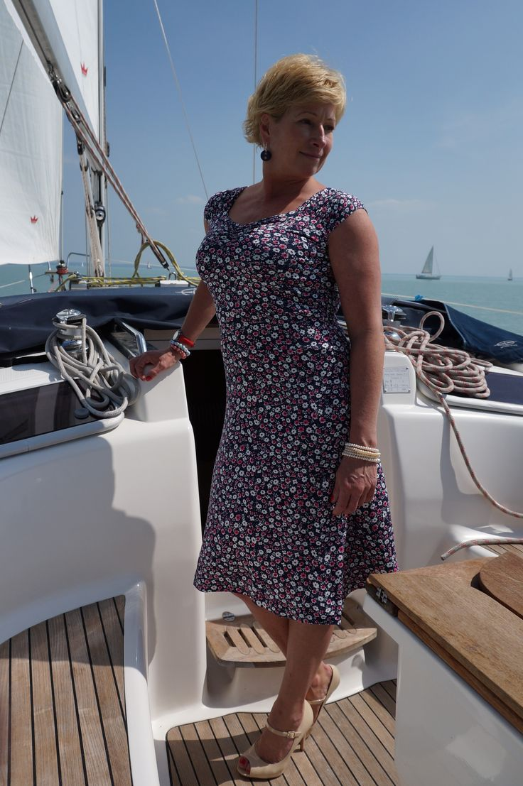 Poppyfashion divatos női ruhák. Megfizethető luxus, stílusos megjelenés.