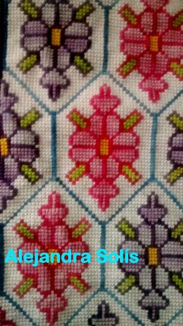 Bordado de alfombra punto cruz, esterilla gruesa.