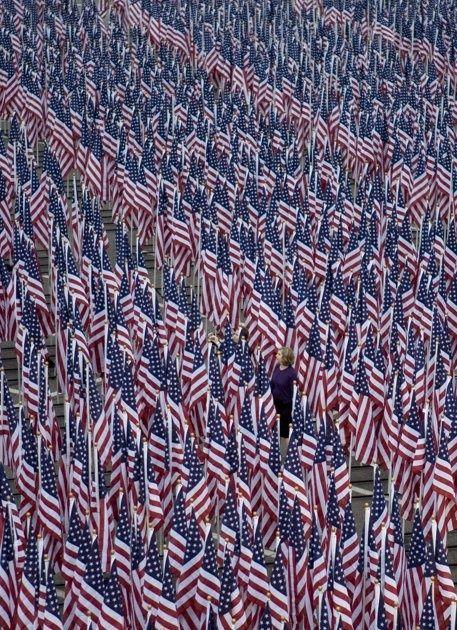 Photos of the day – 3000 flags line the Pentagon Healing Field   GarysWorld USA
