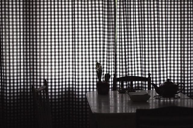gingham curtains from prettygingham.blogspot.com