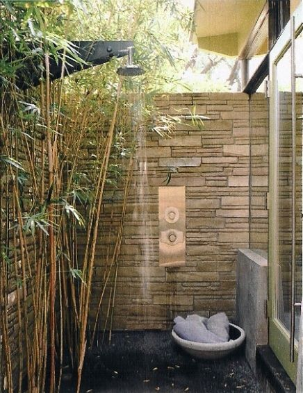 I so want a private outdoor shower!
