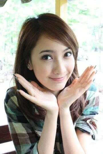 Wajah gadis Indonesia yang manis & cantik
