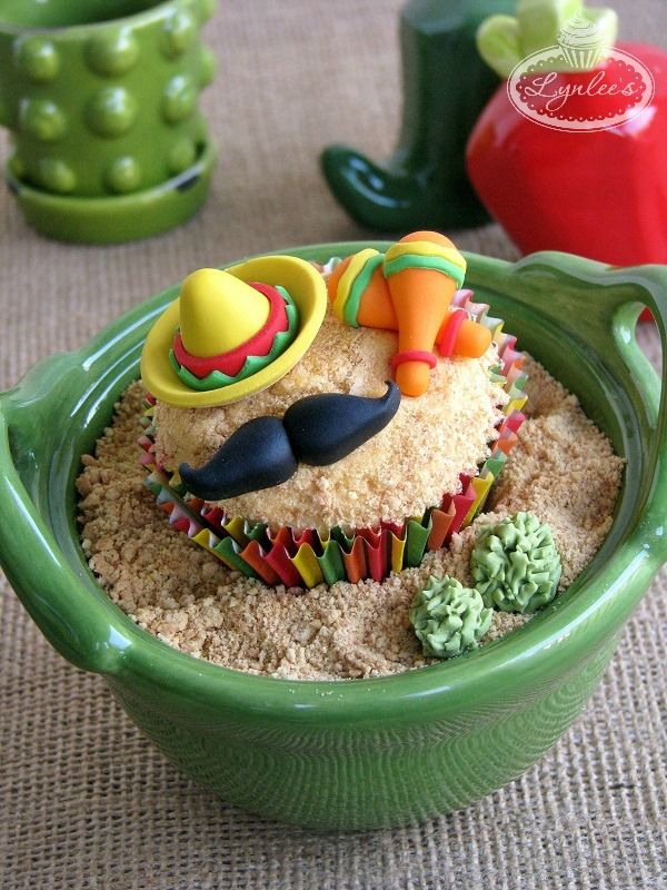 Shake your maracas as you follow this Cinco de Mayo fondant tutorial. Then, get inspired by Mexican-themed cakes and cupcakes! It's a fiesta!