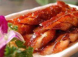 Chinees gerecht met varkensvlees. Iedereen kent het van de afhaalchinees, maar hoe vaak heb je het al zelf gemaakt? Probeer maar eens, het is echt de moeite