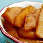 Crock-Pot Baked Apples – Serve these delicious and easy to make Slow Cooker Baked Apples as a side dish for dinner or save them as a yummy dessert served by them selves or a scoop of ice cream! | CrockPotLadies.com