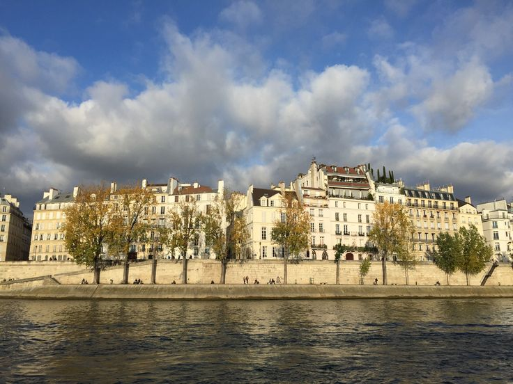 La Seine, Paris / Why Running is the Smartest Way to Exercise When You Travel at happiestwhenexploring . com