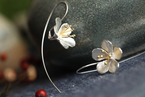 Beautiful delicate sterling silver earrings Shape\pattern: Plant Earring Type: Drop Earrings Material: 925 sterling silver  Free Shipping