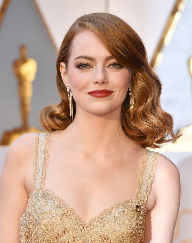D'Emma Stone à Isabelle Huppert, en passant par Dakota Johnson, zoom sur les plus beaux looks beauté remarqués sur le tapis rouge des Oscars 2017.
