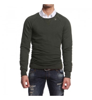 Sweatshirt with rips. http://shop.mangano.com/en/topwear/16417-felpa-tony-verde-militare.html  #sweatshirt #fashion #menswear #rips