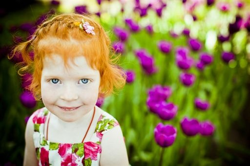 Kids spring picture ideas.  Little girl in front of tulip flowers