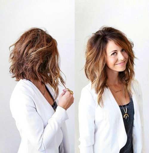 """El cabello largo es romántico, mientras que corte de pelo corto se tiene valor, pero se puede disfrutar de lo mejor de ambos mundos con un corto y medio peinado longitud. No es demasiado corto, no demasiado largo … Corto de peinados medianas realmente se han convertido en el """"eso"""" de longitud para cortar en …"""