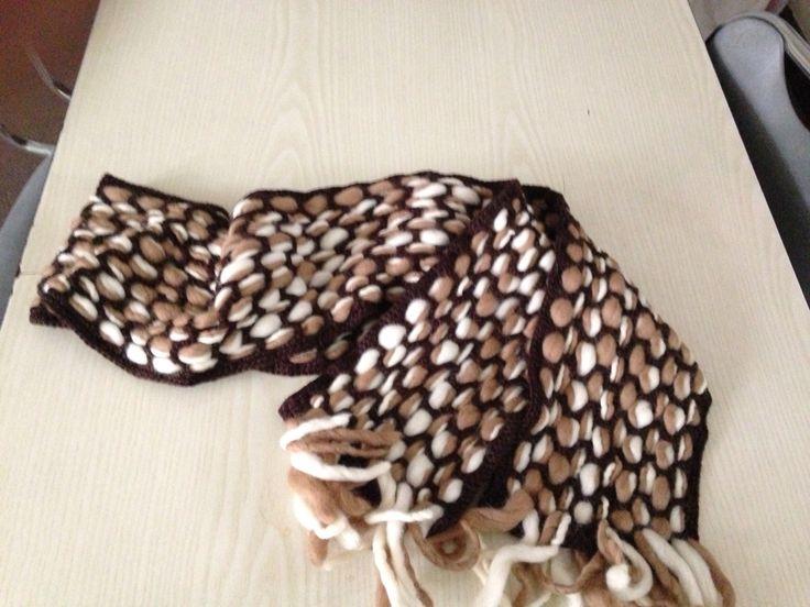 Bufanda a crochet y vellón de tonos café