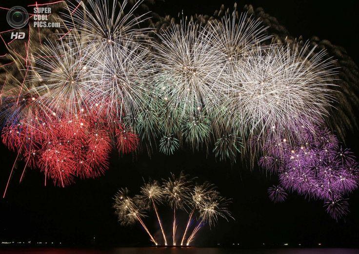 Филиппины. Пасай, Манила. 8 марта. Фейерверки Tamaya Kitahara Fireworks из Японии на 5-м Филиппинском международном пиромузыкальном конкурсе. (AP Photo/Bullit Marquez)