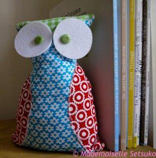 Chouette multicolore aux yeux écarquillés cale-porte ou livres : Accessoires de maison par mademoiselle-setsuko