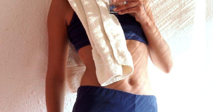 Datos sobre el polvo y las cápsulas de creatina. La creatina es una sustancia que a menudo se utiliza para ayudar a mejorar el rendimiento atlético. Se vende en diferentes formulaciones, como polvo, píldora y suero. Algunas formulaciones mezclan la creatina con HMB, proteína, u otros populares suplementos para el entrenamiento con pesas. Las formulaciones de suero han demostrado ser menos ...