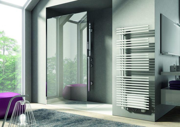 El radiador toallero con booster de aire caliente Funky Air de Irsap permite calentar el cuarto de baño con gran rapidez. http://www.sanchezpla.es/radiador-toallero-con-booster-de-aire-caliente-funky-air-de-irsap/