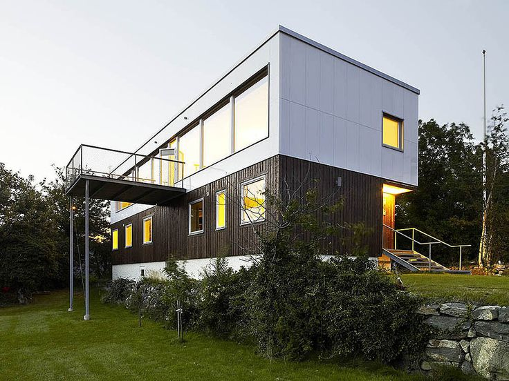 Built by Unit Arkitektur AB in Gothenburg, Sweden with date 2007. Images by Krister Engström. In Hjuvik just outside Göteborg Anna och Marcus Bohlin bought a property containing an old detached house. The area i...