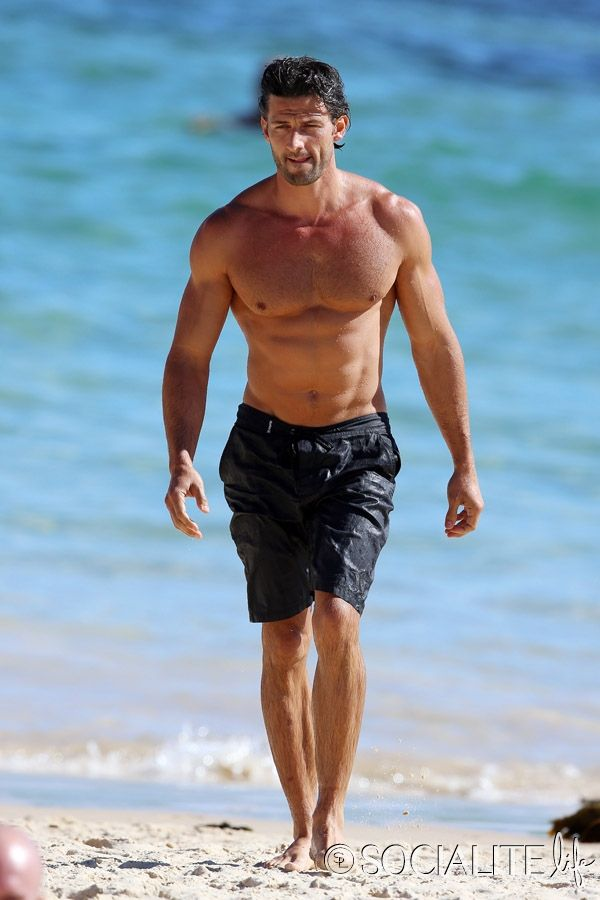 nude-sexy-bondi-beach-man