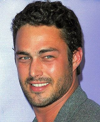 'Vampire Diaries' alum Taylor Kinney will star in NBC's 'Chicago Fire'