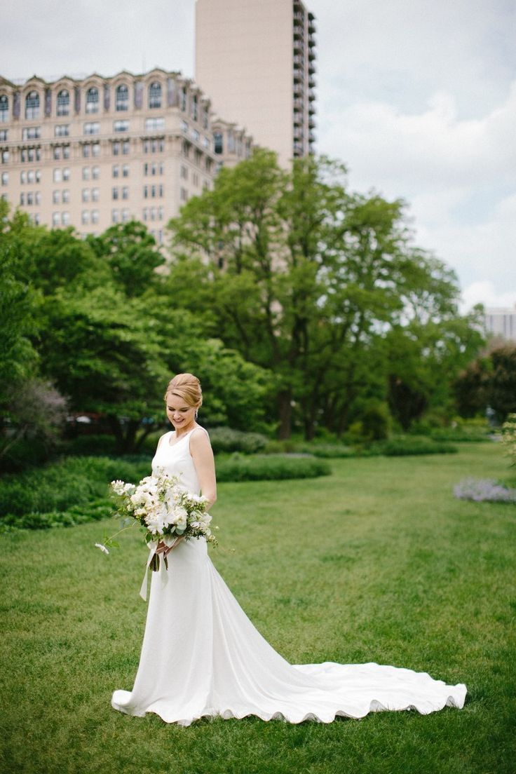 Tendance Robe du mariée 2017/2018  A Classic Spring Wedding in the Heart of Chicagos Lincoln Park | Brides.com  Tendance Robe du mariée 2017/2018 Description A Classic Spring Wedding in the Heart of Chicagos Lincoln Park | Brides.com