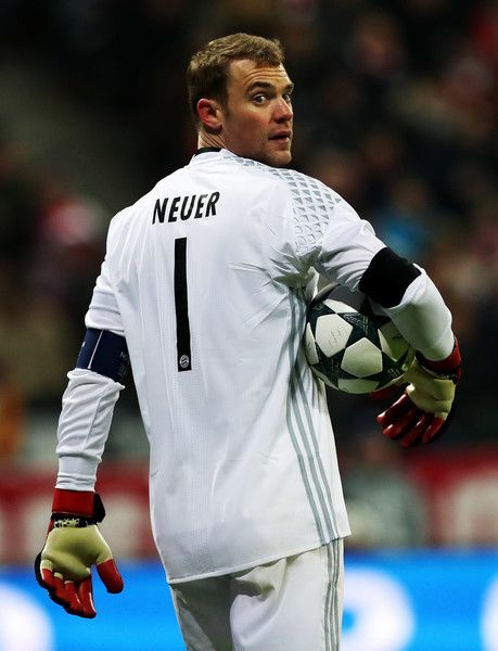 Manuel Neuer, goalkeeper of Bayern looks on during the UEFA Champions League match between FC Bayern Muenchen and Club Atletico de Madrid at Allianz Arena on December 6, 2016 in Munich, Bavaria, Germany.