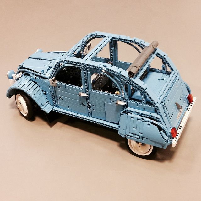 Citroen 2cv6 by Misterzumbi, via Flickr