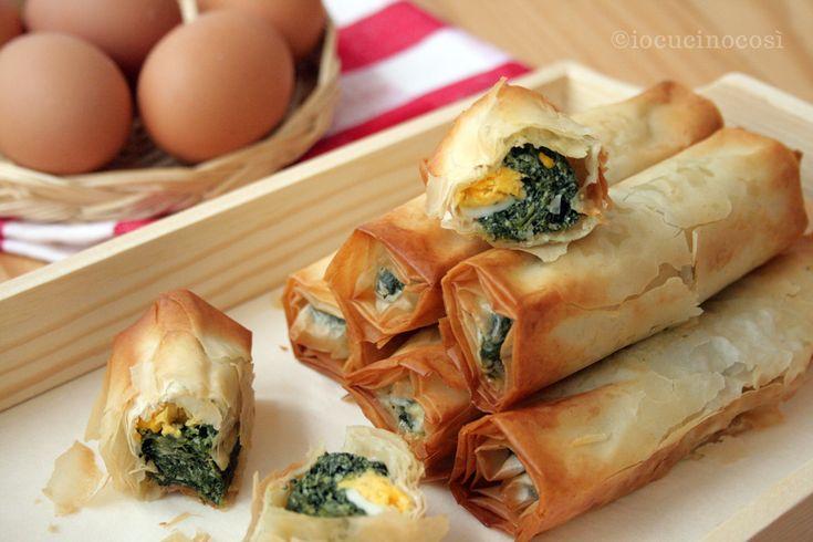 Gli involtini pasqualini sono dei croccanti e saporiti involtini che si ispirano alla torta pasqualina, riproposta in versione finger food.