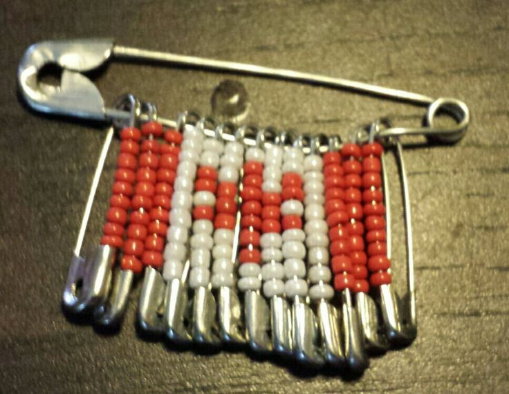 Safety pin bead craft safety pin crafts pinterest for Safety pins for crafts