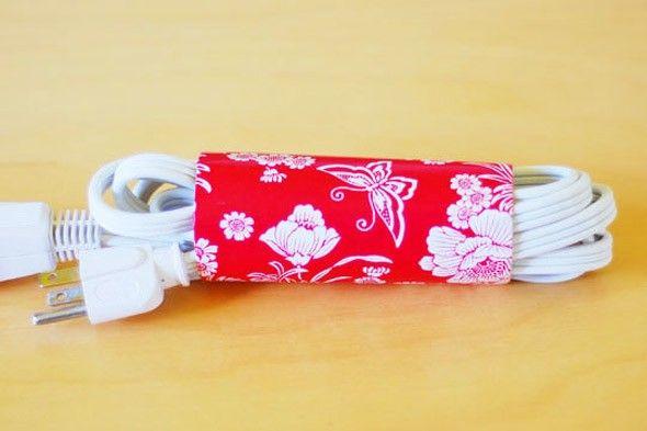 Como arrumar cabos e reciclar rolos de papel higénico