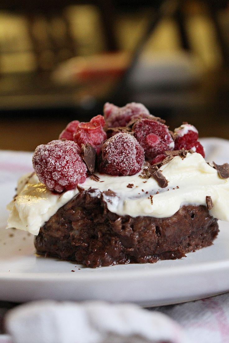 Den här mini chokladkaka är fri från socker, gluten och supergod. Den påminner om chokladpudding kan man säga. De enda ingredinserna är 1 ägg, kakao och en banan, in i micron någon minut, done! Jag brukar äta min med lite vaniljkvarg och hallon! Jag provade receptet utan att mixa med, smaken finns kvar men [...]